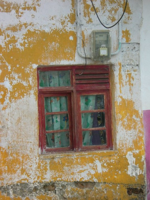 Red window, La Florida, Colombia