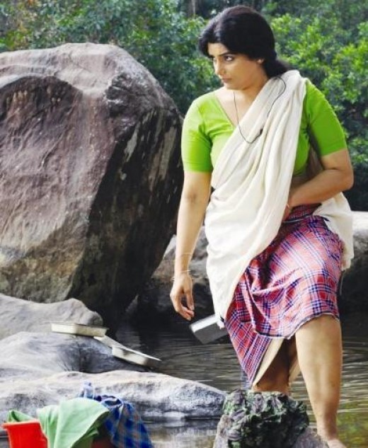 Actress swetha menon beautiful legs visible in cinema parudeesa