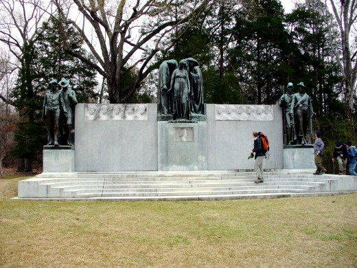 Photo 5 - This is the Confederate Monument, which was erected by the United Daughters of the Confederacy.