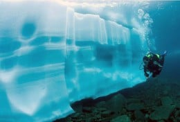 Diving along an ice wall - Beautiful