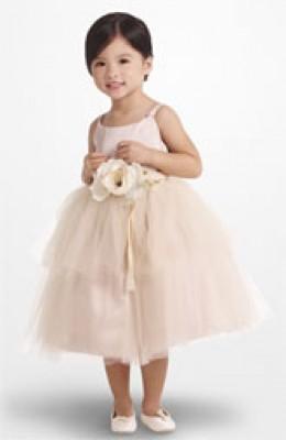 Adorable flower girl dress!