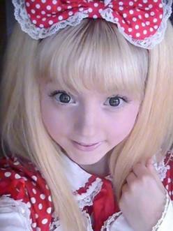 The doll-like Venus Angelic