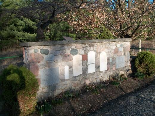 Pioneer cairn, Ellis Chapel, Puslinch Settlement