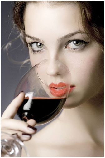 Drinking non-alcoholic drinks can help you to maintain your ideal weight. But lay off the beer, whiskey and wine.