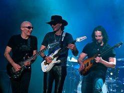 Joe Satriani (at left)