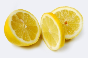 Use freshly squeezed lemon juice mingled with water to lighten hair.