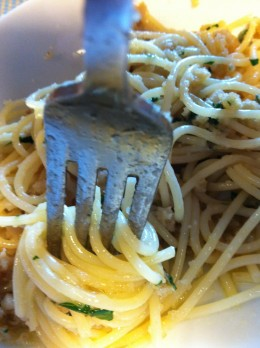 Spaghetti with anchovies sauce