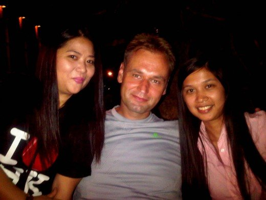 Coffee meet-up with CouchSurfer Sobie (Polish) and Melody (Makati)