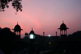 Leaving the promised land. Night fell fast. Wall surrounding the Taj Mahal