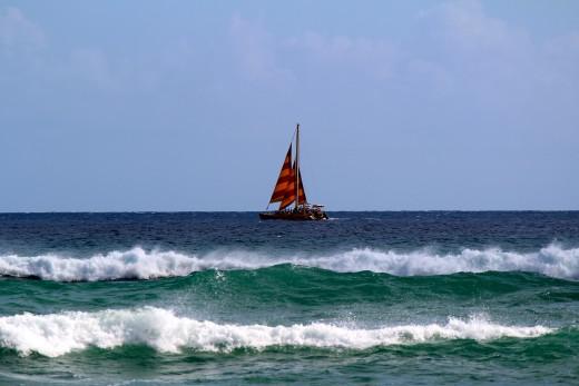 Boats departing Waikiki make pleasant distractions at Mākālei Beach Park.
