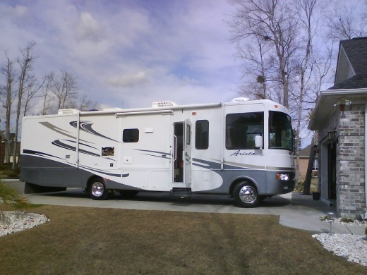 Nice Holiday Rambler Arista motorhome, a cheap product to get into a motorhome in its day.