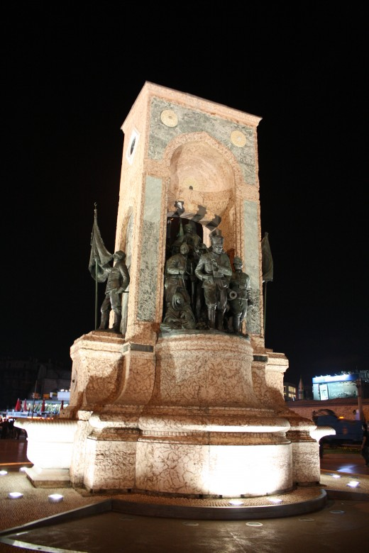Monument of the Republic, Taksim Square