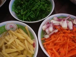 cut potato, carrots and spring onion in strips. halve the shallots of the spring onion