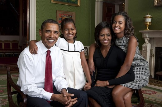 Public domain picture of the Obama family provided courtesy of kiddiegram.com.
