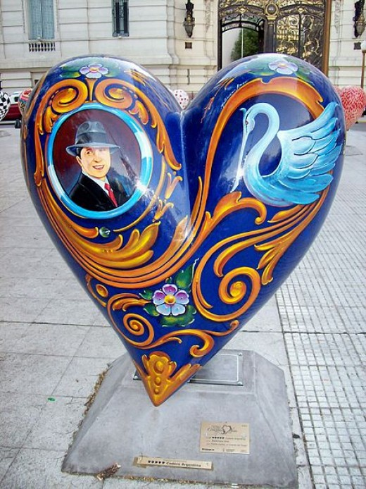 Everywhere in Buenos Aires, you will see an image of Carlos Gardel. This is a very good example of Fileteado art!