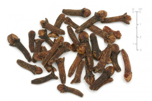 In this photo are dried cloves.
