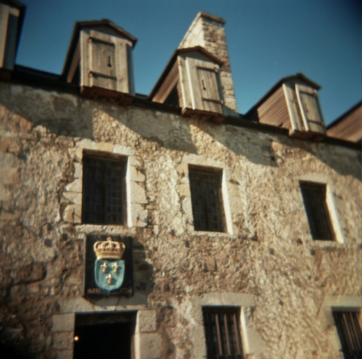 An old stone inn, like the one owned by Bess's father.