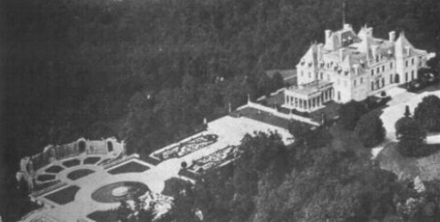 Mansion on Harbor Hill in New York where the equestrian statues of the J.C. Nichols Memorial Fountain were first installed.