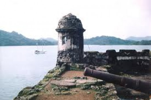 Silent cannons watch over  the Porto Bello Anchorage