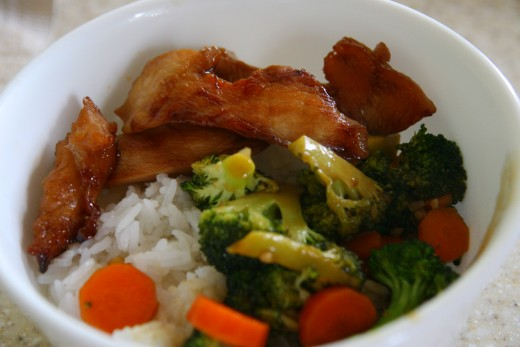 Delicious chicken and stir-fried vegetables make a healthy dinner.
