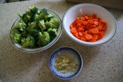 Cut up the vegetables and chop the garlic cloves.
