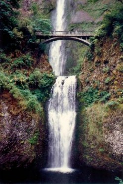 Columbia River Gorge in Oregon - Numerous Waterfalls & Beautiful Scenery