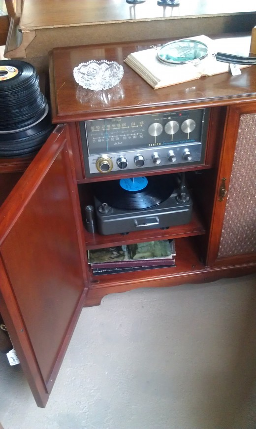 Tubed stero and record player