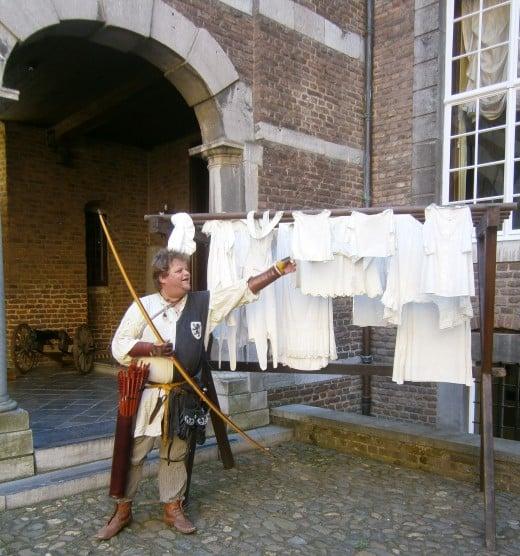 Women's knickers! Even happier. Keep courtyard.