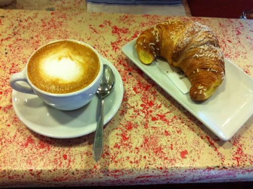 Italian Breakfast Capuccino con Cornetto