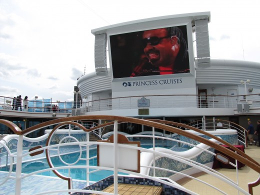 Watch movies on the big screen by the pool, I watched Hugo.
