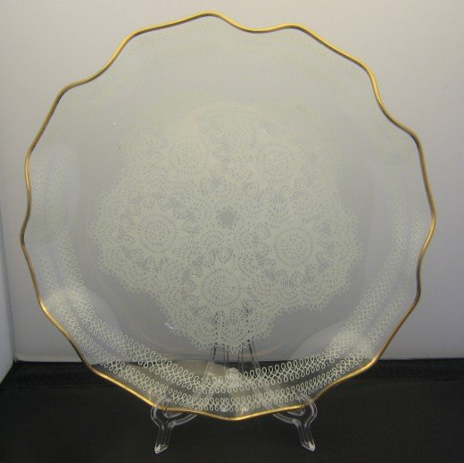 The white background makes it hard to see the white pattern on the dish.