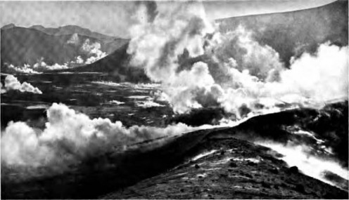 Valley of Ten Thousand Smokes from the rim of Novarupta. Photo taken between 1916 - 1922. The eruptions occurred in 1912 and smoke remained.