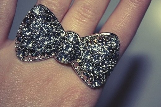 Sparkle bow ring