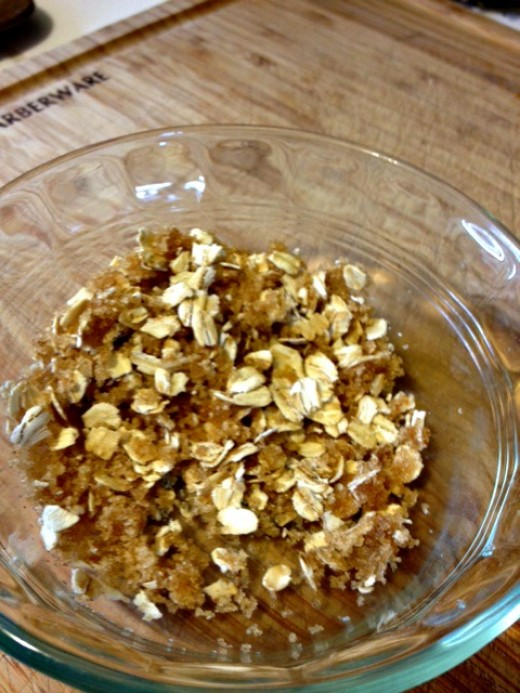 Mix together oats, brown sugar, cinnamon, and oil for a crumbly topping.