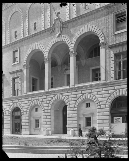Title: Park Avenue between 52nd Street and 53rd Streets, west side. Racquet and Tennis Club, entrance. Date: 1918