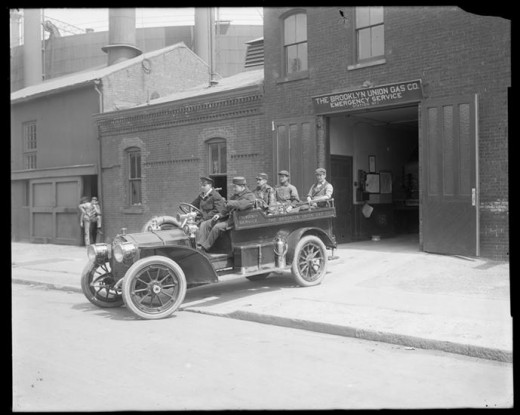 Title: Brooklyn Union Gas Company, emergency station. Date: 1913