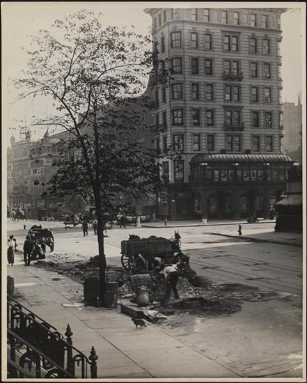 Title: Hotel Pabst, Times Square Date: 1900 Comments: Hotel Pabst, with workers on the street in the foreground.