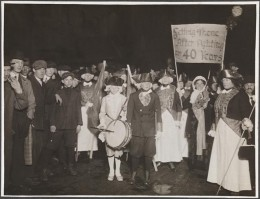 Title: [Demonstration for women's suffrage.] Date: 1915