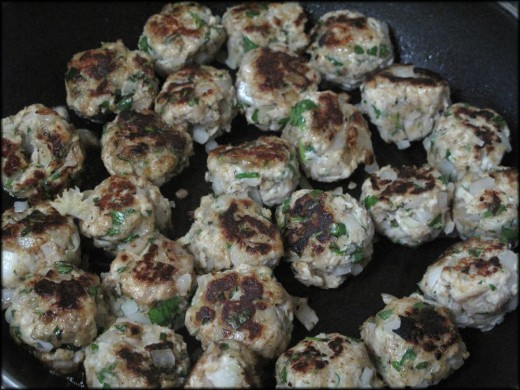 Simple and Delicious Low Fat Turkey Meatballs; a quick and easy healthy meal that tastes great!