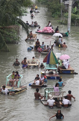 Victims of super typhoon Pepeng (Parma)