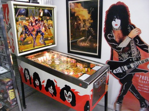 I would love to have this KISS pinball machine! I love to play!