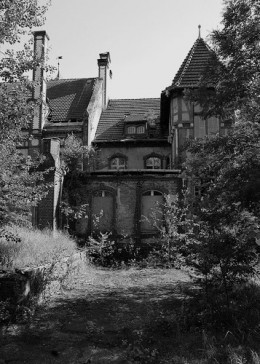 What is Gothic Imagery? Gothic Literature is full of  houses, ghosts, and other supernatural imagery