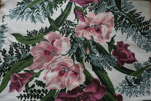 Tropical prints like this one are typical of 40s barkcloth drapes