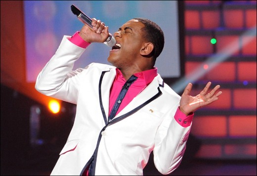 Joshua Ledet has fun with colour on April 25 episode of American Idol