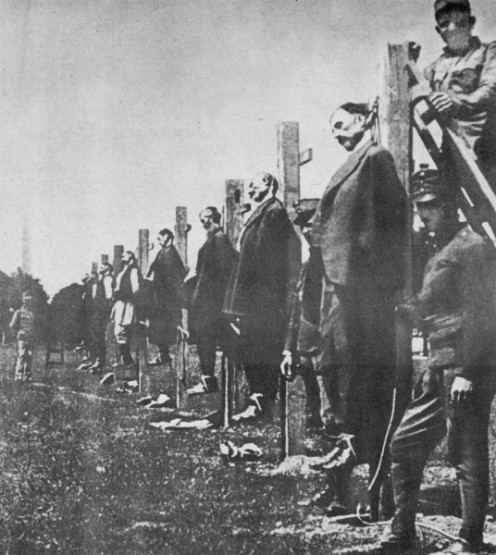 WW1: Austria-Hungarian soldiers executing Serbs