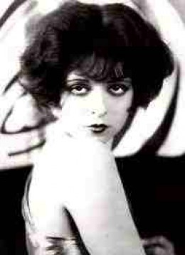 Clara Bow, perhaps the most famus flapper of all: they disgusted Huxley