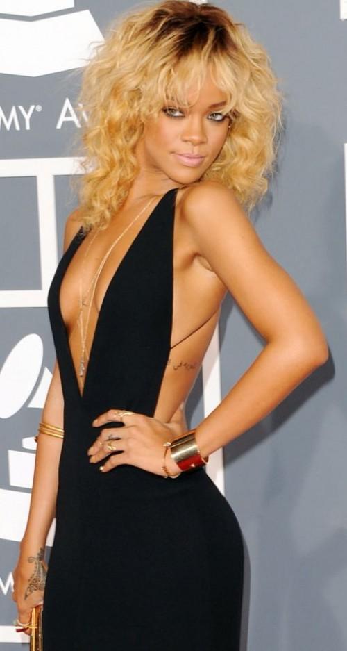 Rihanna posing this year at the Grammys