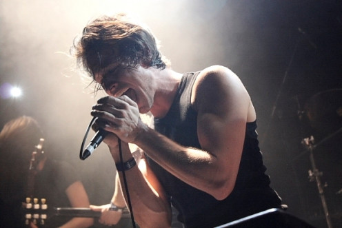 Capture the emotions when photographing a gig (photo taken with Canon 450D)