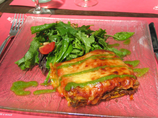 A healthy dark green salad is an essential side dish to this lasagne recipe.  Bellissima!