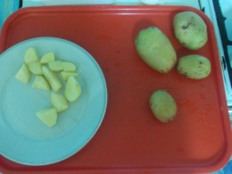This is how, young potato (can be found in stores, in this time of season), should be sliced